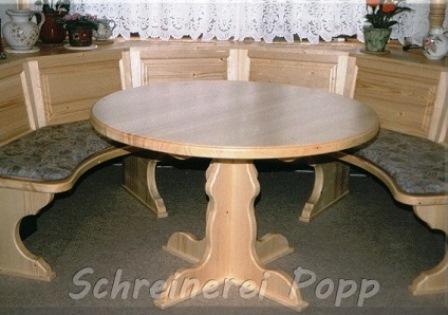 Rundbank und Tisch aus Fichte massiv, natur lackiert