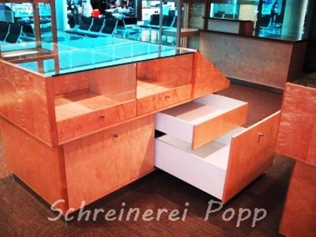 Ladeneinrichtung - Vitrine Eisbirke Schubladen